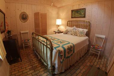 Bay Breeze Bed & Breakfast, Garden Suite Bedroom