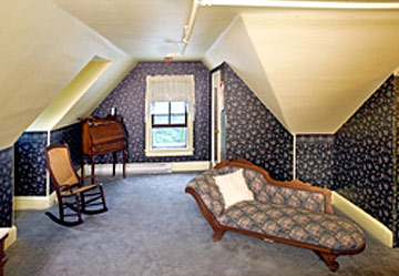 Wilbraham Mansion Bed & Breakfast Inn and Suites,  Fainting Couch