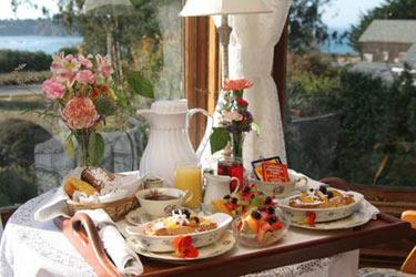 Headlands Inn Bed & Breakfast, Enjoy A Delicious Breakfast Each Morning