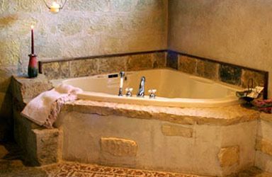 Palo Alto Creek Farm, Whirlpool Tub for Two