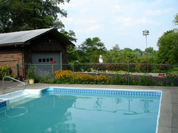 America's Barn Bed & Breakfast pool