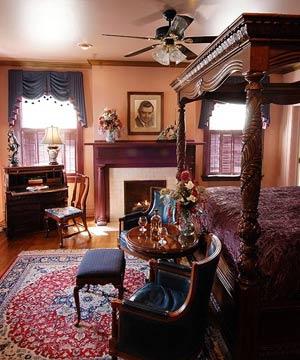 A Country Inn, Rhett's Room