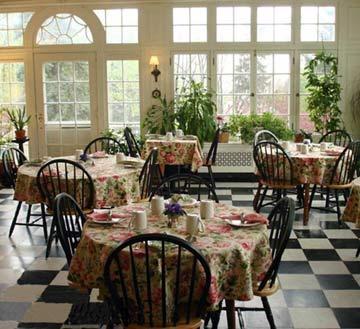 Willard Street Inn, dining area