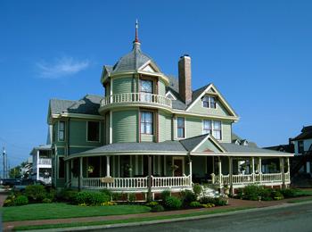 Williams Cottage Inn front of inn