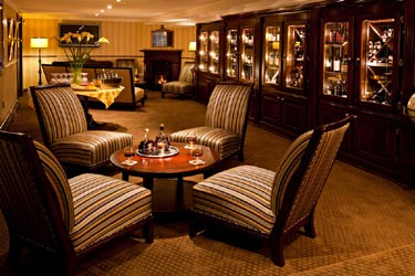 Crowne Pointe Historic Inn & Spa-Deluxe Suites