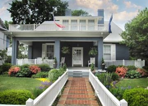 Welcome to East Main Guest House Bed & Breakfast Inn
