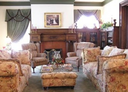 Very comfortable sitting for couples or group of friends in the living room (public room).