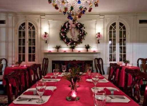 The Clamber Hill Restaurant --decked out for the Holiday Season