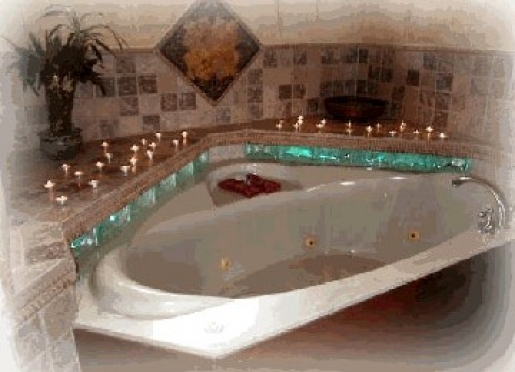 Romantic lighting in Catnip Cabin bathroom