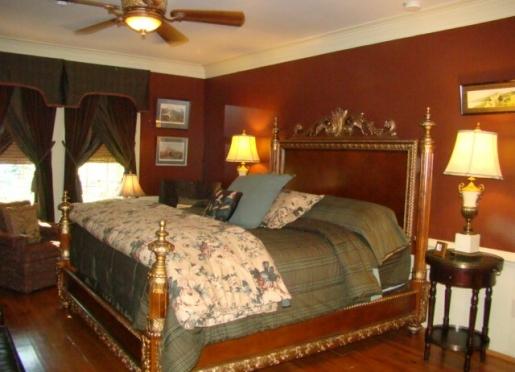 The Manor bedroom at Breeden Inn's Retreat on Main