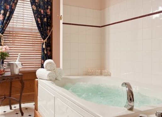 Two-person whirlpool tub