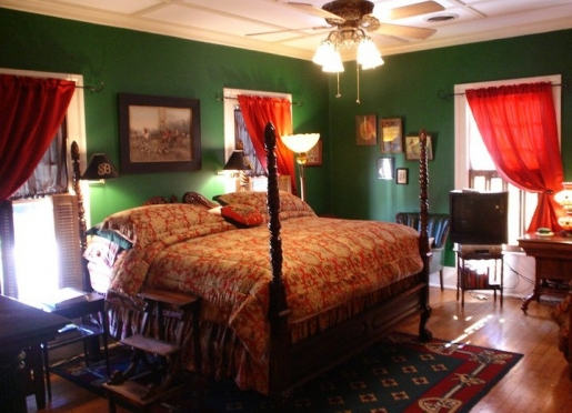 Hunter's Retreat bedroom in The Main House at Breeden Inn