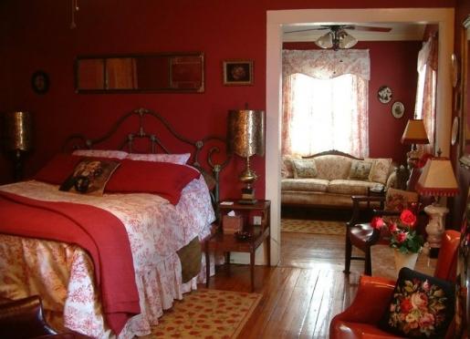 The Angelus bedroom in Breeden Inns' Garden Cottage