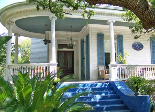 Be our guest at Sully Mansion in the heart of the historic New Orleans Garden District