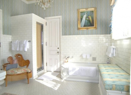 Maude King Alexander Suite Bath