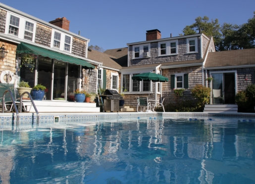 Solar-heated pool, year-round hot tub, BBQ facilities & places to chill!