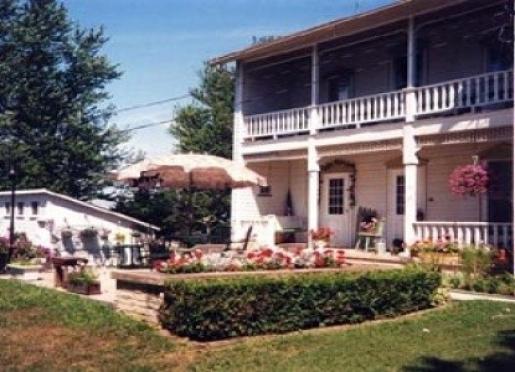 Prairie Path Guest House - Mt. Carroll, Illinois