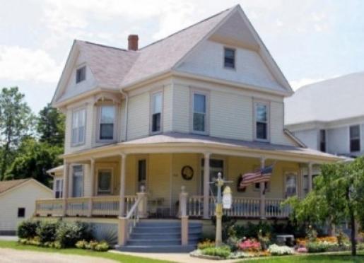 Bundling Board Inn - Woodstock, Illinois