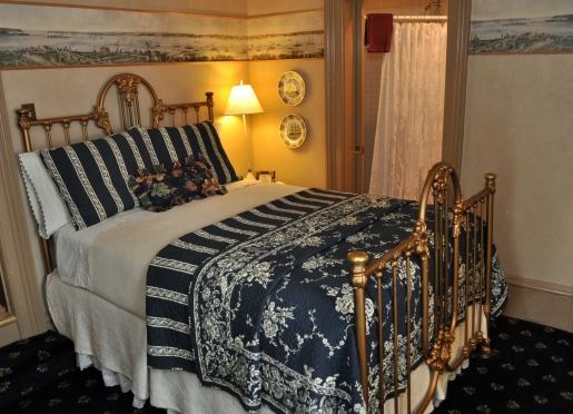 Cozy Mariner Room