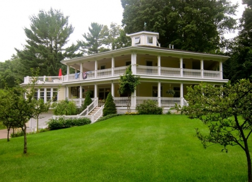 Hexagon House Bed & Breakfast - Pentwater, Michigan