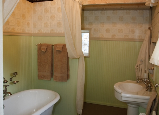Red Barn Suite Bath