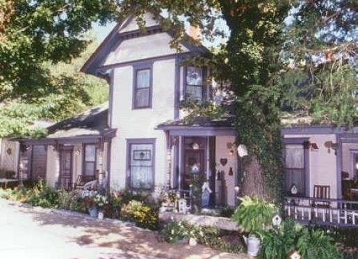 11 Singleton House B&B & The Gardener's Cottage - Eureka Springs, Arkansas