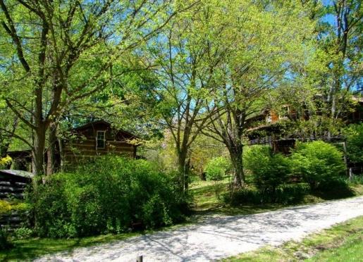 Snug Hollow Farm B&B - Irvine, Kentucky