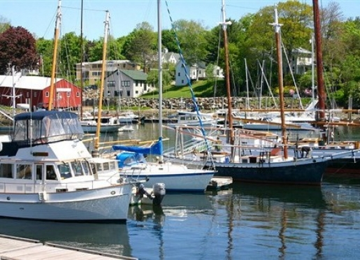 Special deals and packages at blue harbor house inn bed for Maine home building packages