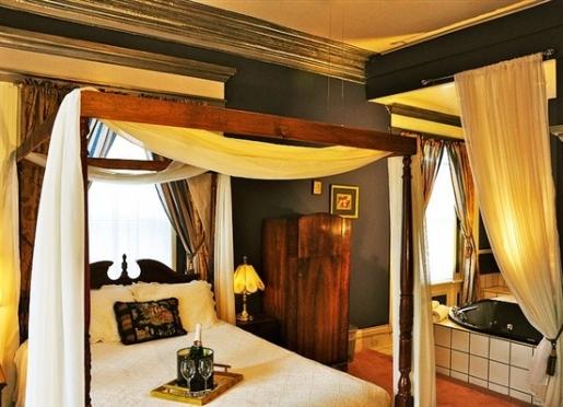 Grand Romance Room