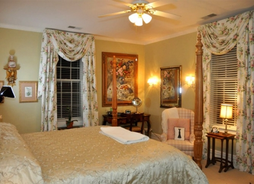 My Fair Lady Suite: Bright, airy, beautiful with garden view