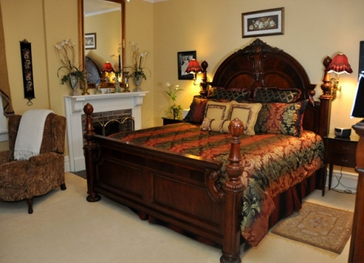 Gone with the Wind: If you love the movie and the Old South, you will love this spacious suite