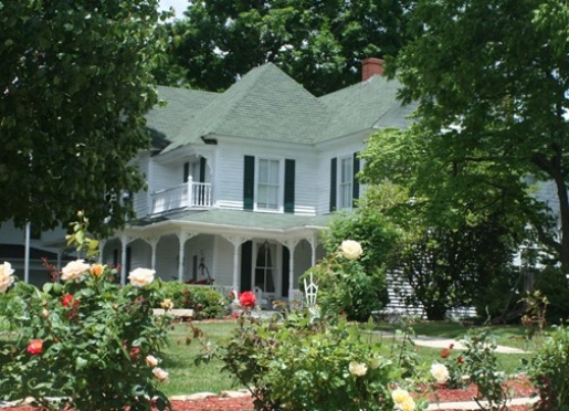 Dr. Flippin's Bed & Breakfast - Pilot Mountain, North Carolina