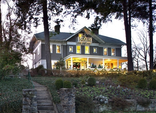 the holidays light up the Inn both inside and out.