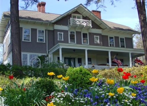 This AAA Four Diamond historic bed & breakfast inn is welcoming and convenient to Downtown