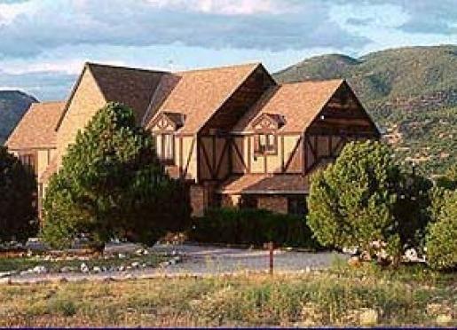 Tudor Rose B&B & Chalets - Salida, Colorado