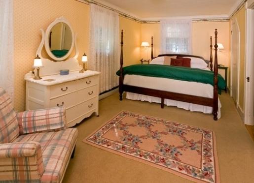 King Bedroom - Echo Lake Suite