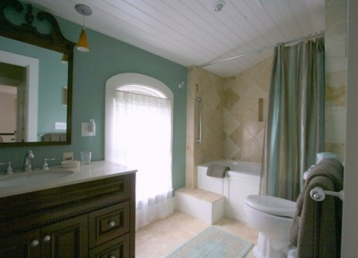 Cottage Room Bath