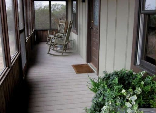 Calico's screened in porch