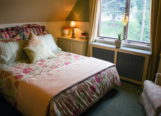 The Artist's Suite is a roomy and romantic space for sweethearts, and great for a Best-Buds getaway!