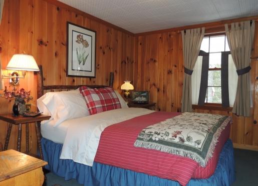 The Queen Suite (Bedroom)