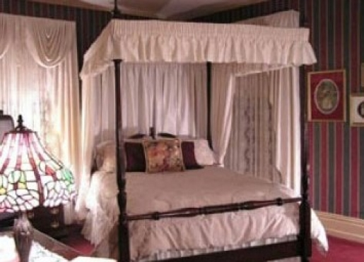 Cozy Lady Anne room - has private balcony overlooking gardens!
