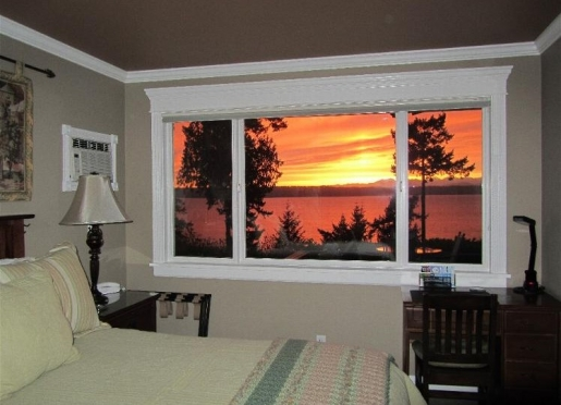 Sound View Room has an amazing view, private entry, jacuzzi tub, a/c, frigerator, ice maker...