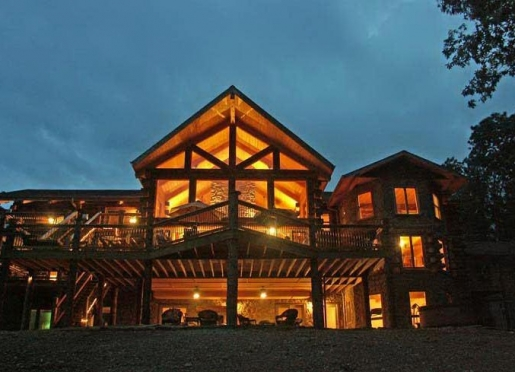 A luxury log cabin in the Missouri Ozarks