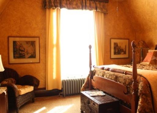 Sunlit morning in the Traveler's Room