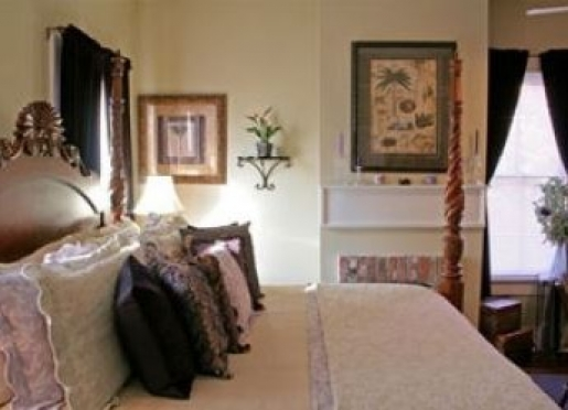 Popular as a best place to stay in Savannah GA, the best way for booking is as early as possible.