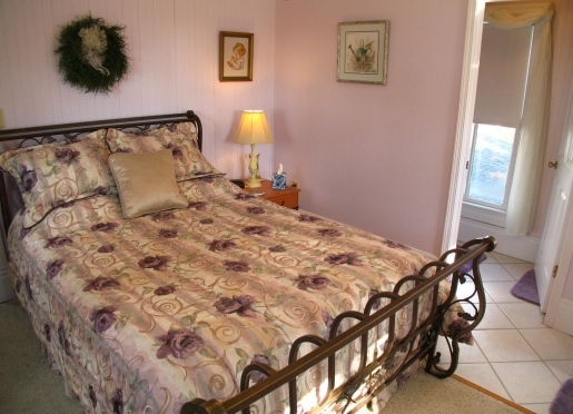 Lavender Room, sleigh bed, private full bath, fireplace, water views