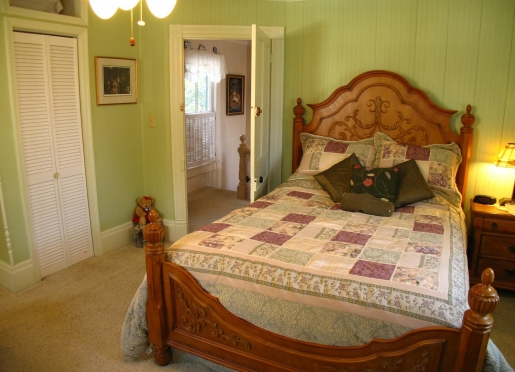 Sage Room, Queen size bed, fireplace, private bath and view of the water