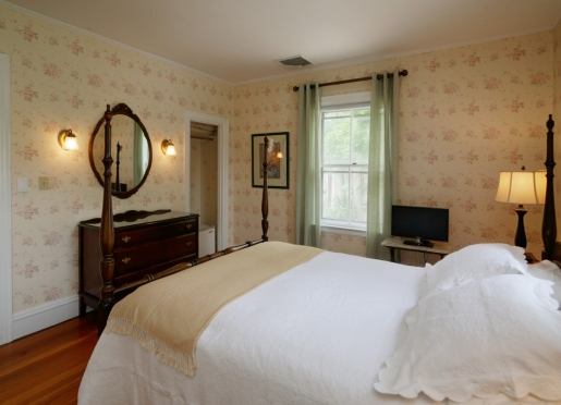 Alto Room.  An upstairs room with queen bed and private bath with shower.