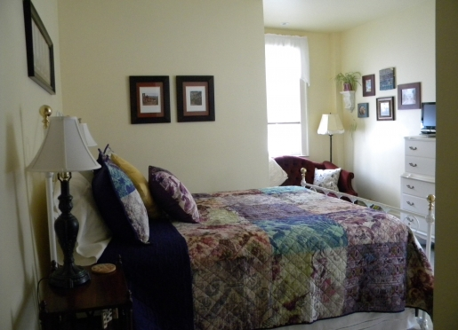 Elizabeth's Retreat is a cheerful and quiet room overlooking the garden.  Remodeled in 2015.