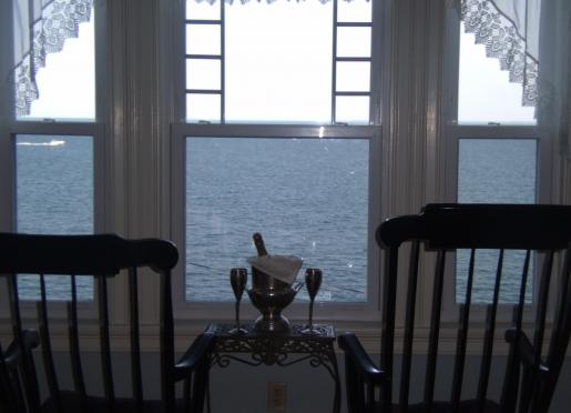 Comfortable rooms with relaxing ocean views & breezes